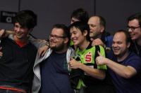 Yoshihiro Ozawa mit Fans